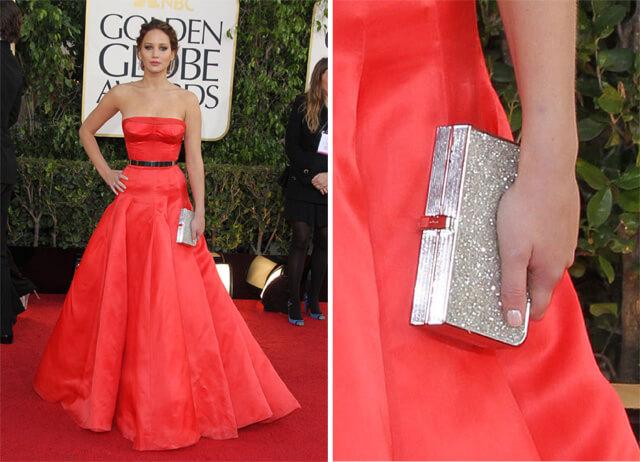 srebrna torebka do czerwonej sukienki