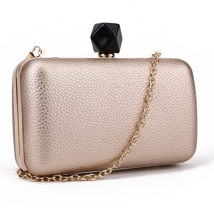994d6f89cc3a6 ... Złota torebka na łańcuszku szkatułka Audrey