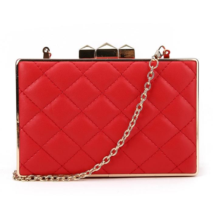 17505a13d3351 ... Czerwona kopertówka szkatułka pikowana Robin